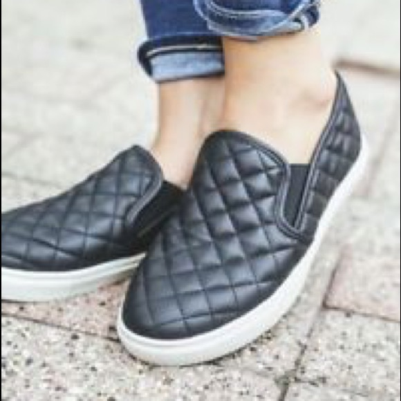 f706f918370 Steve Madden Quilted Slip Ons. M 5ab5eb718df47041d4977c1c
